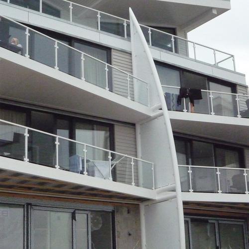 B.V. Marina Wentort Balkonanlagen aus Stahl mit Glasgeländer