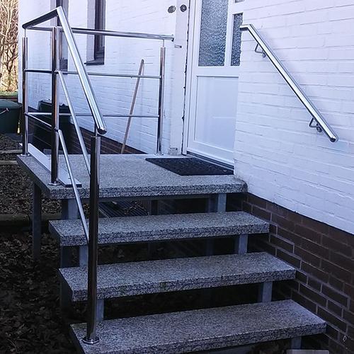 Schoolredder Balkonanlagen mit Trespaplatten als Sichtschutz